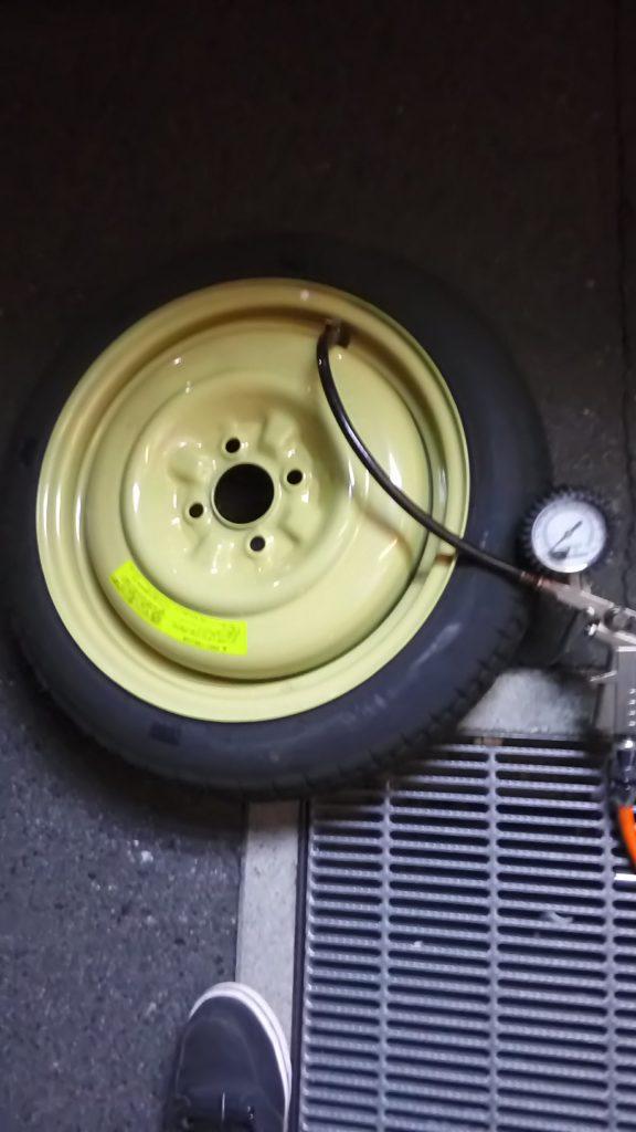 スペアタイヤの空気圧調整