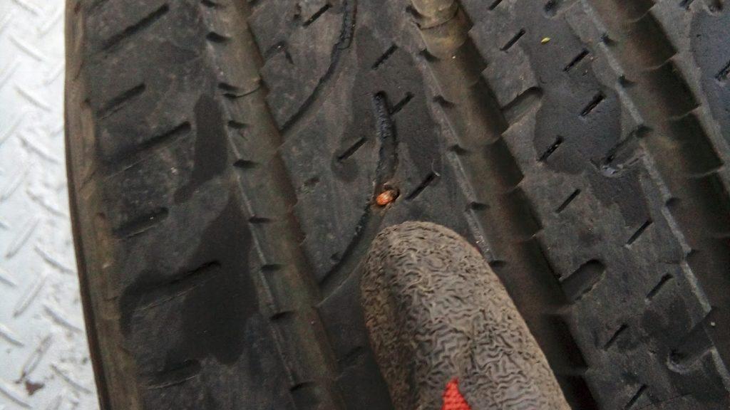 タイヤに刺さった釘
