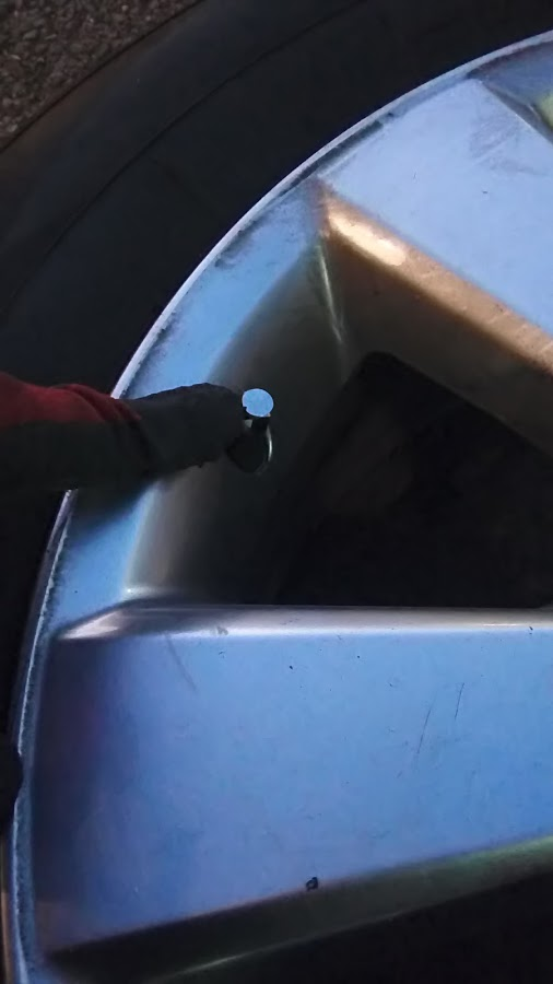 出張タイヤパンク修理