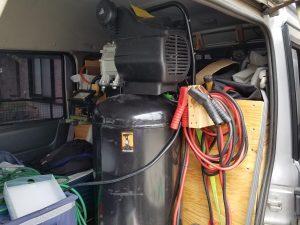 出張パンク修理のエアーコンプレッサー