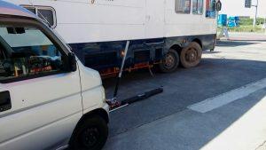 トラックタイヤバースト