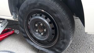 高速でバーストしたタイヤ