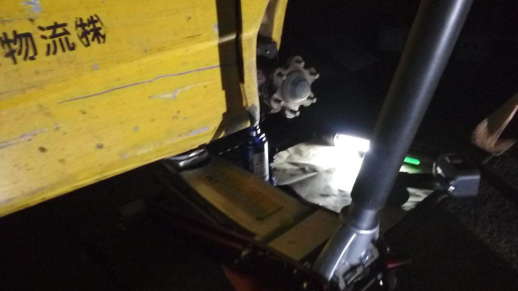 フォークリフトの出張パンク修理