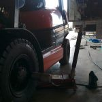 フォークリフトの出張タイヤ交換