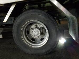 トラックのパンク