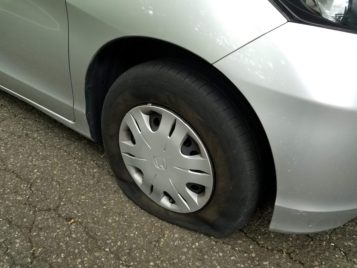 フリードのタイヤパンク