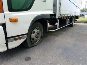 4トントラックの出張スペアタイヤ交換