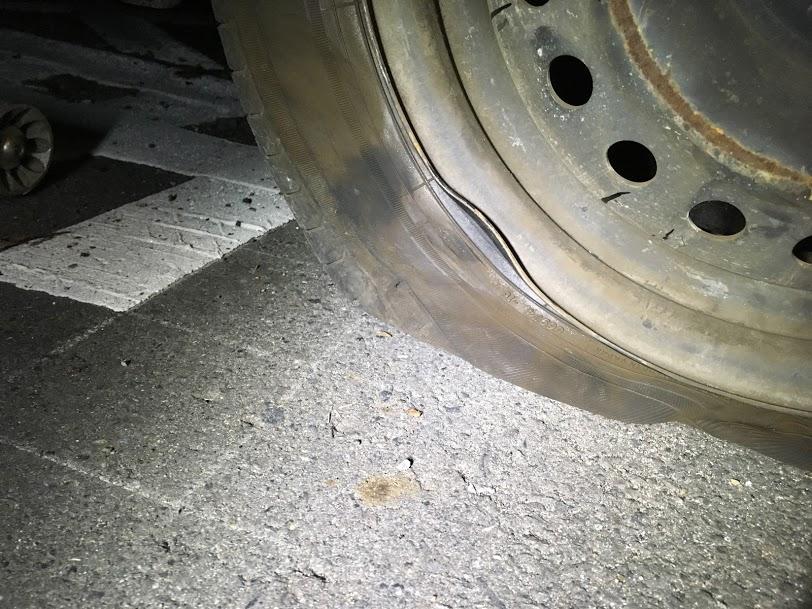 タイヤパンクとホイールの変形