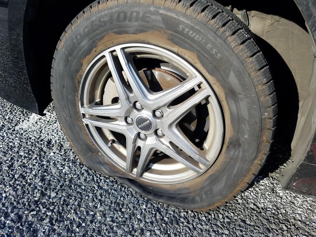 プリウスのタイヤパンク