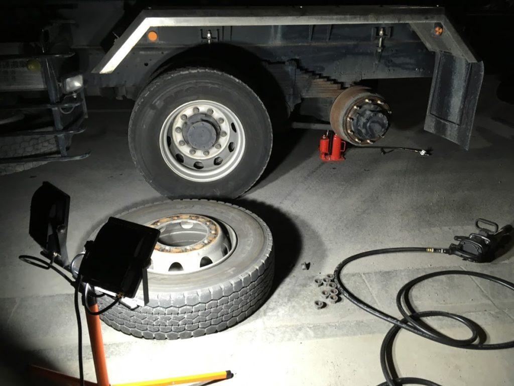 トラックパンク修理