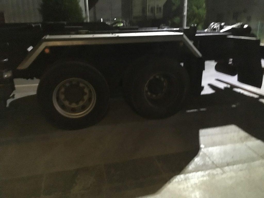 トラックのタイヤ脱着