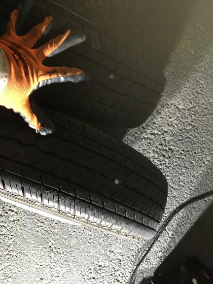 トラックのタイヤパンク