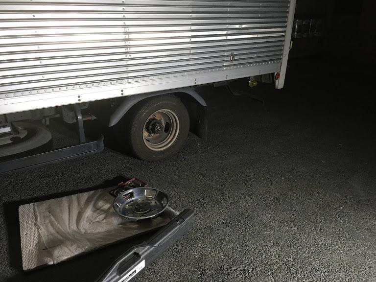 トラックのタイヤパンク修理