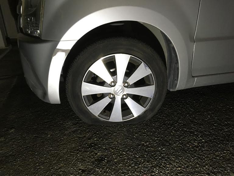 前後輪のタイヤパンク