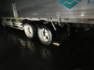 大型トラックのパンク修理