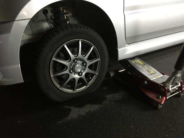 ワゴンRのタイヤパンク