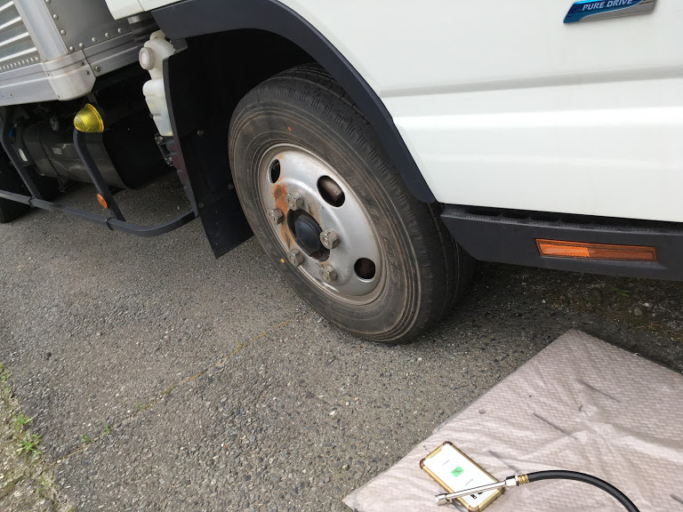 トラックの出張スペアタイヤ交換