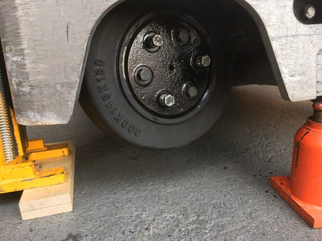 リーチフォークリフトのドライブタイヤ